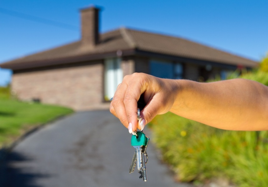 sm house keys shutterstock_Patryk Kosmider house keys loan land